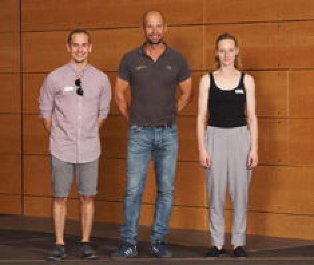 Raphael Wyrsch, Reto Weidmann, Sarah Lang bei der Diplomfeier.