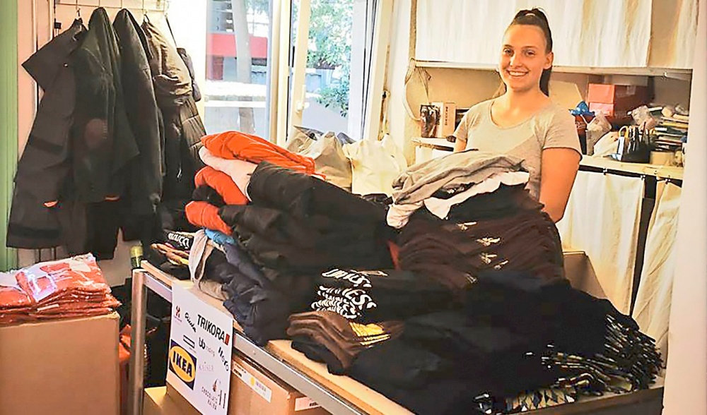 Adriana Steck mit den zahlreichen gespendeten Waren und ...